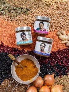 Renukas, Minas und Jancys Curry auf Hülsenfrüchten präsentiert